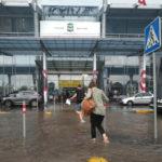 В Киеве из-за ливня затопило аэропорт Жуляны